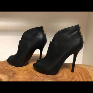 Guess black leather open toe heels /  Size 6 1/2 M